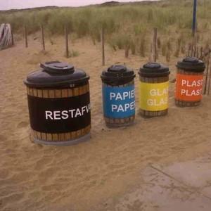 gescheiden-afval-op-strand